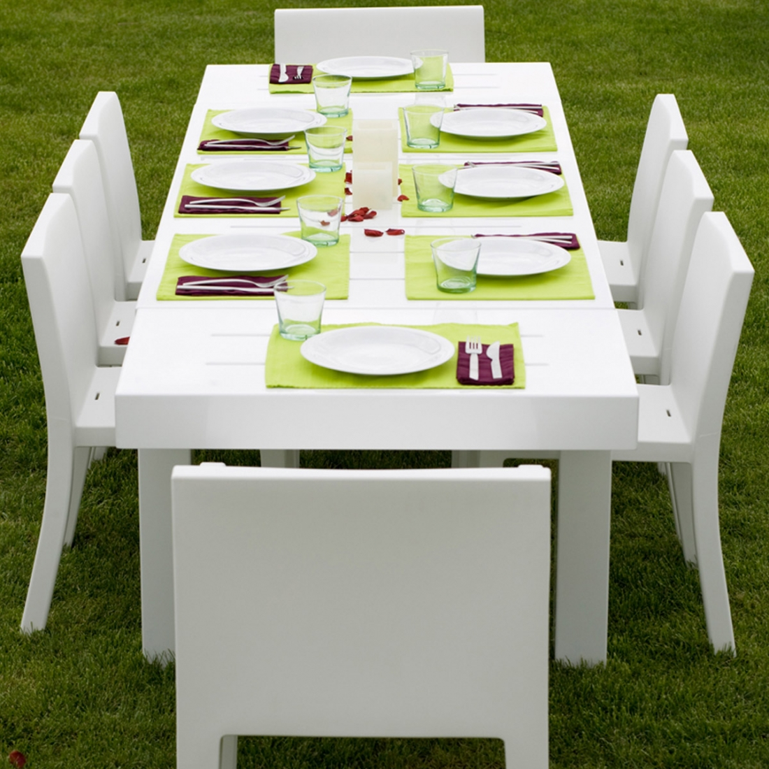 Table de jardin design 12 personnes jut par vondom for Table exterieur de couleur