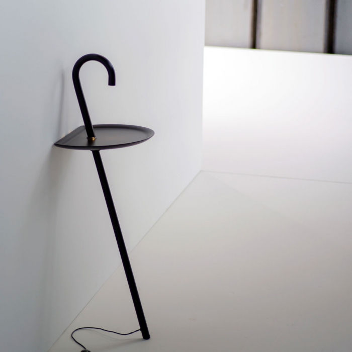 Lampe design MARTINELLI LUCE Clochard LED avec petite table