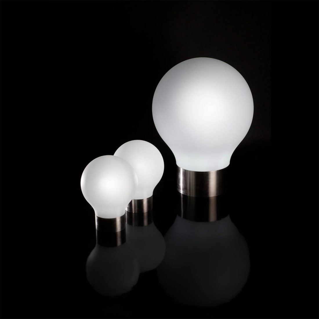 lampe vondom the second light led blanc transats design vondom. Black Bedroom Furniture Sets. Home Design Ideas