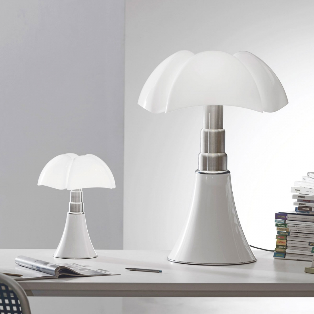 lampe poser martinelli luce minipipistrello led contr le tactile. Black Bedroom Furniture Sets. Home Design Ideas