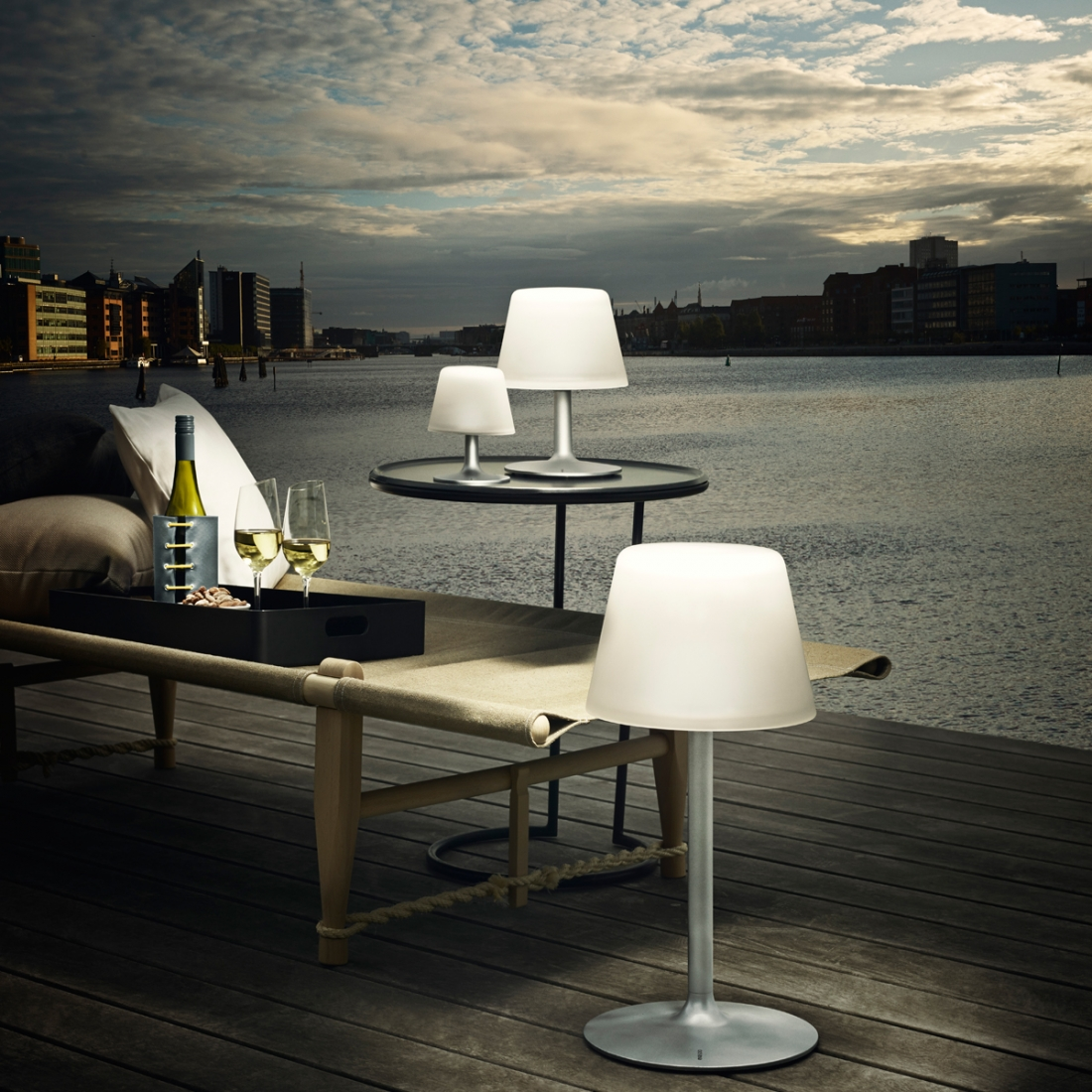 lampe de table solaire sunlight par eva solo. Black Bedroom Furniture Sets. Home Design Ideas