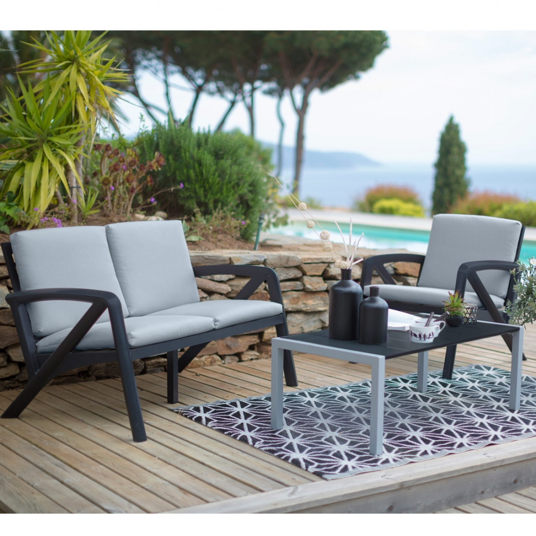 Salon de jardin lounge sunday barcelone design grosfillex for Ensemble de salon