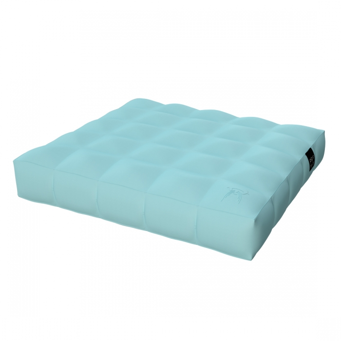 matelas piscine cool matelas gonflable flottant sur lueau pour la piscine with matelas piscine. Black Bedroom Furniture Sets. Home Design Ideas