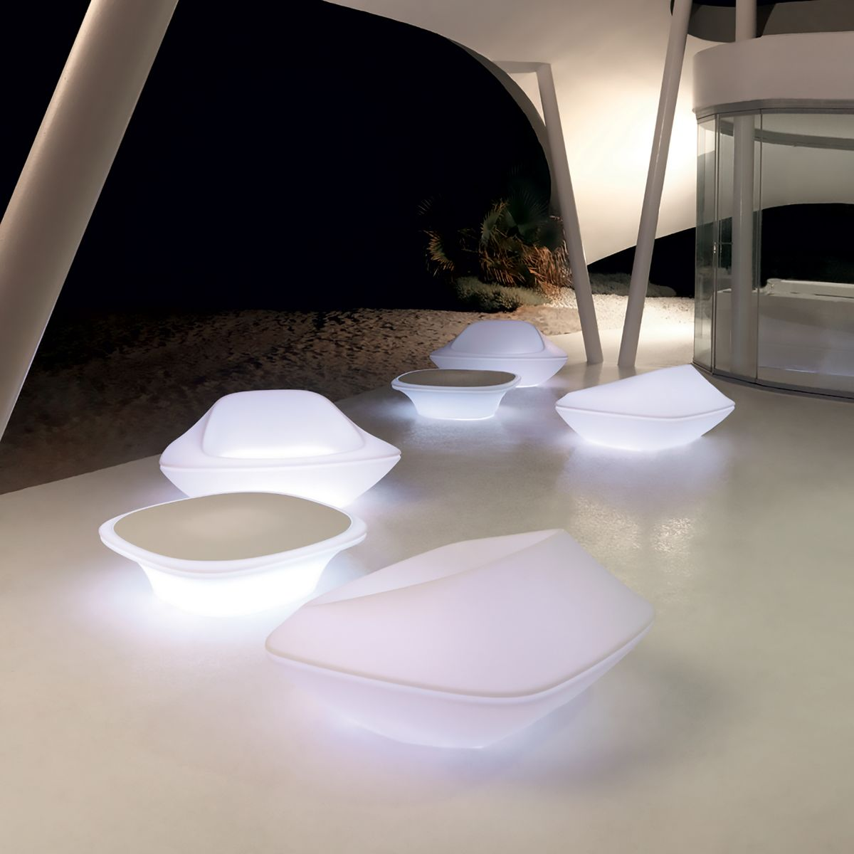 table basse avec led rgb design ufo vondom zendart design. Black Bedroom Furniture Sets. Home Design Ideas
