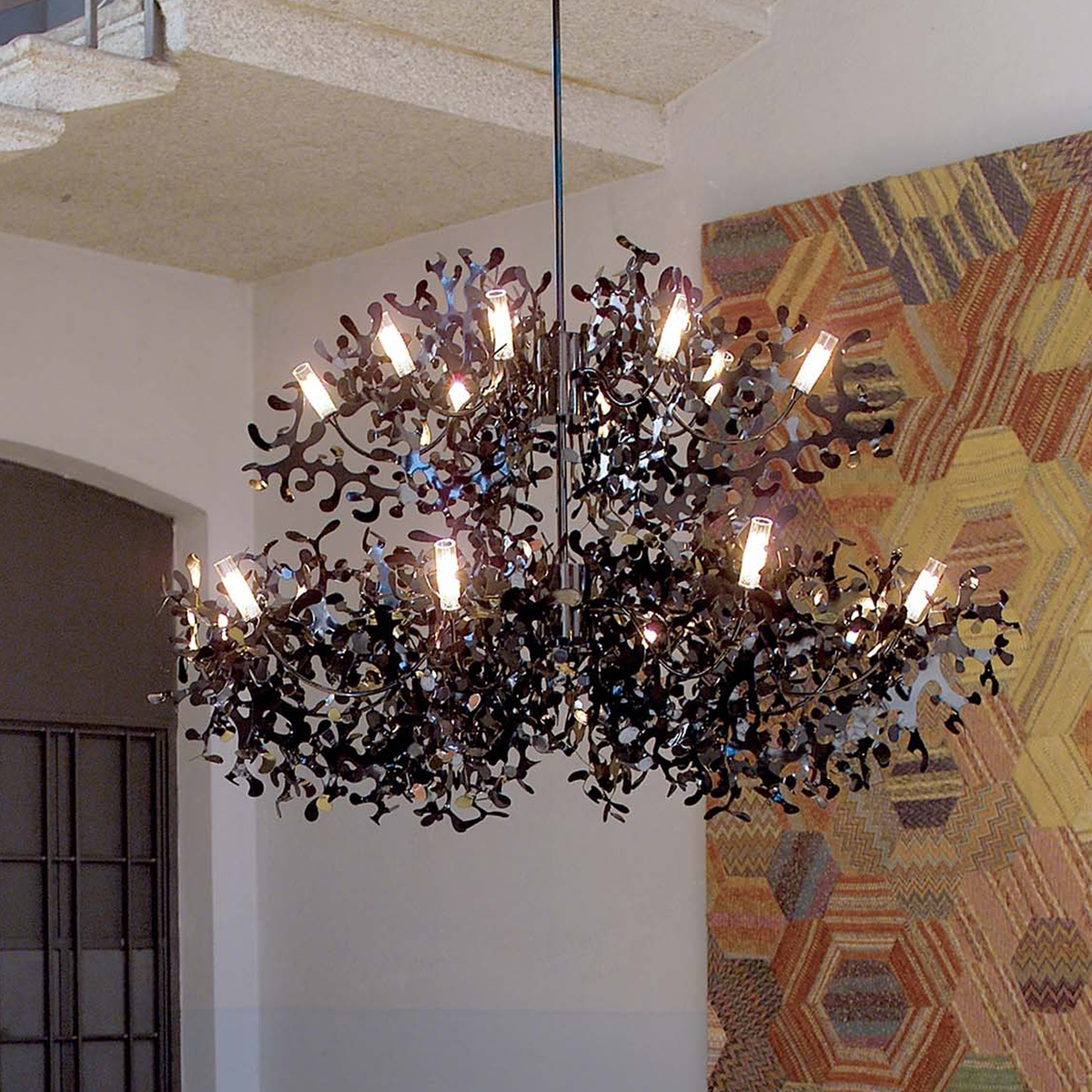 Grand lustre design supercoral lumen center italia for Luminaire lustre design