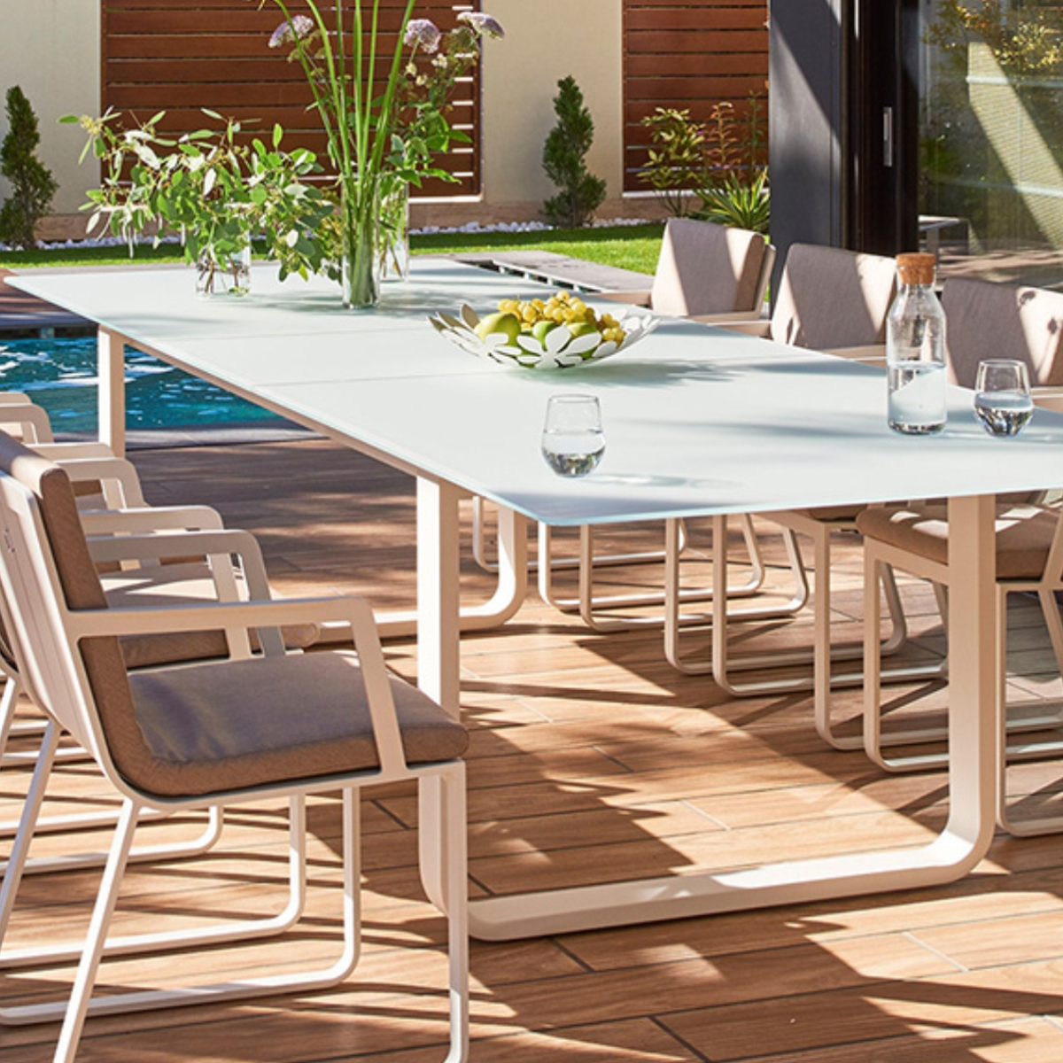 Grande table de jardin en verre zendart outdoor zendart for Grande table design