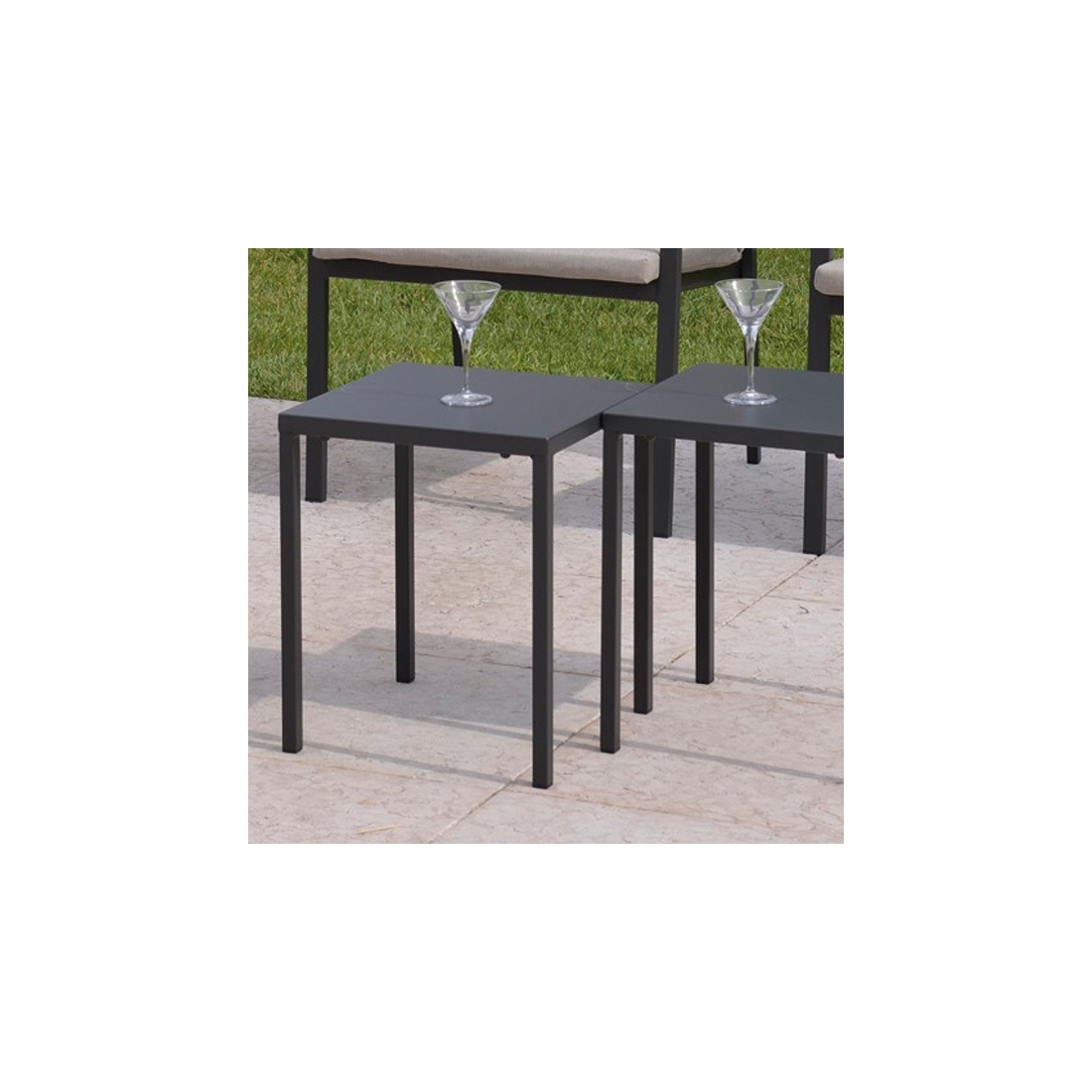 Petite table basse ronde jardin for Petites tables basses de salon
