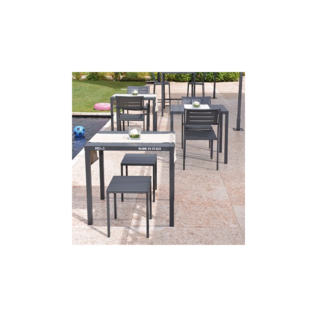 Awesome table de jardin couleur vive photos for Petite table de jardin pvc