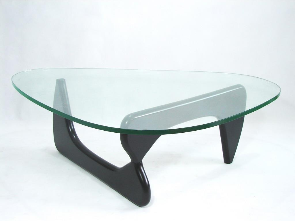 table basse coffee table d 39 isamu noguchi un grand classique. Black Bedroom Furniture Sets. Home Design Ideas